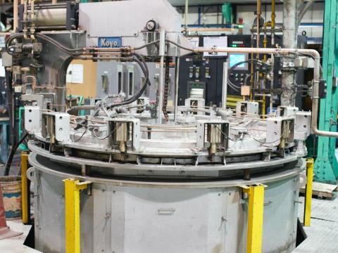 共立のピット型窒化炉